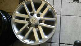 Toyota Fortuner Size 17 alloy mags set or loose