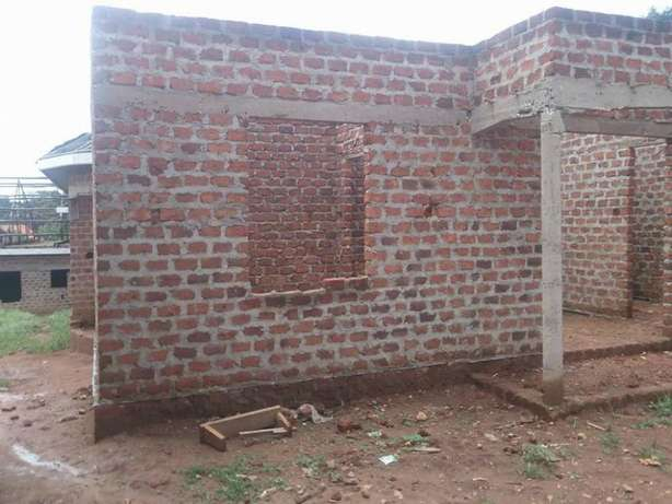 A hot deal 2bedrooms house for sale in Gyaza-kumusanvu at 10m Wakiso - image 2
