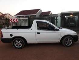 its a corsa lite bakkie still in good condtion has a low milage