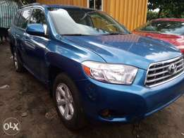 Super clean Toyota Highlander 2010 for sale.
