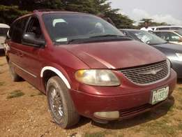Clean Chrysler 04 SUV for family and business