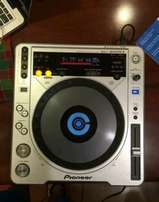 Pioneer CDJ-800 MK2 DJ Professional CD turntables,
