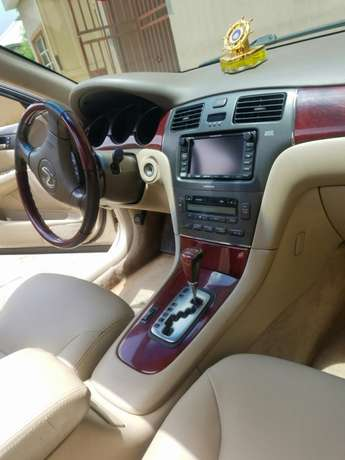 Neatly 1yr used Lexus Isolo - image 5