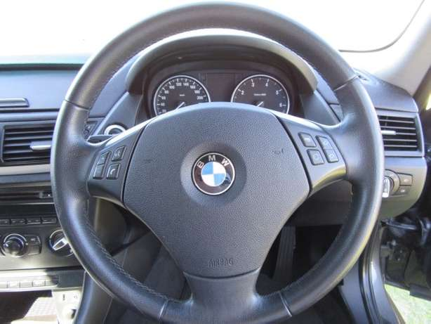 BMW x1 sDrive2.0i A/T-- Full agent service history Kuils River - image 4