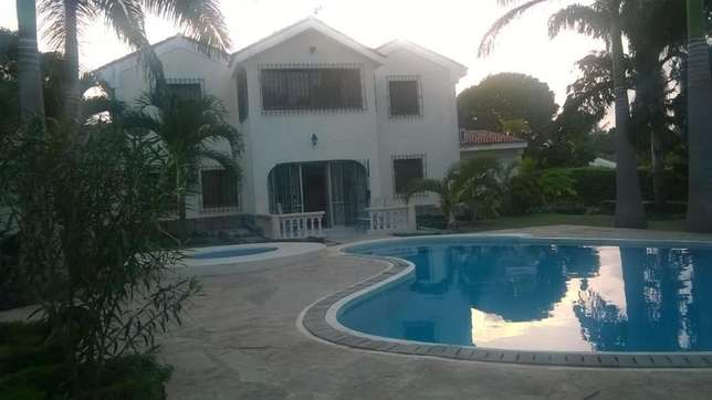 4 bedrooms mansionatte own compound with swimming pool Nyali - image 4