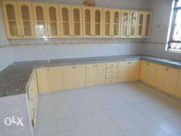 Executive spacious 3 bedroom apartment with Ample parking space
