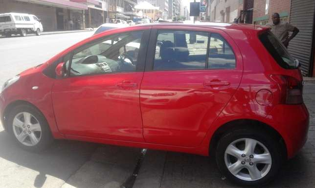 Toyota yaris 1.6 red in color automatic 2009 model 95000km R 93000 Johannesburg CBD - image 3