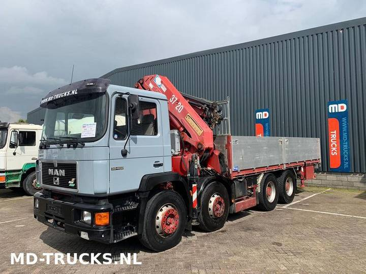 32 402 8x4 manual full Steel 37 Tons HMF - 1996