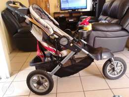 Baby car seat for sale and jeep 3wheel for sale  Benoni