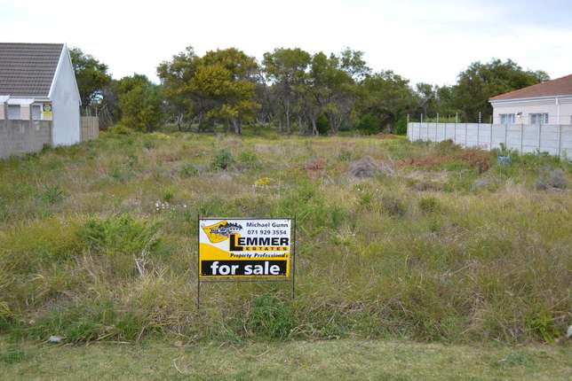 Summerstrand - 5 Amery Crescent - 800m2 - Walled at 2 sides - REDUCED Summerstrand - image 1