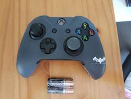 Xbox one remote with cover and batteries