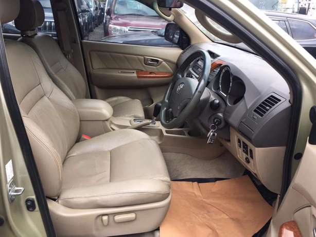 Toyota Fortuner 2004 For Quick Sale Asking Price 2,100,000/= o.n.o Lavington - image 2
