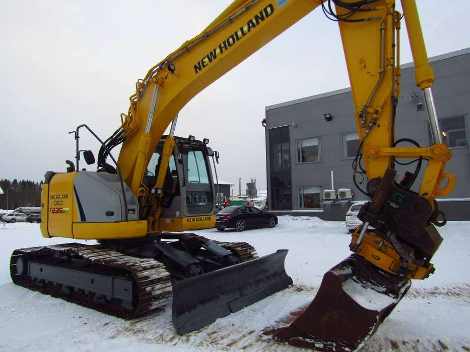 New Holland Myyty! Sold! E235bsrlc Proboengcon - 2010 - image 9
