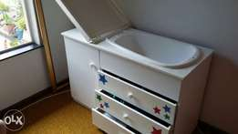 Baby compactum - with build in tub and drawers