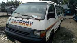 Extreemely sound injector Toyota hiace bus with very sound 2RZ ENGINE