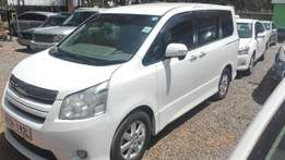 Toyota noah 2009 KCH super clean buy and drive not used locally