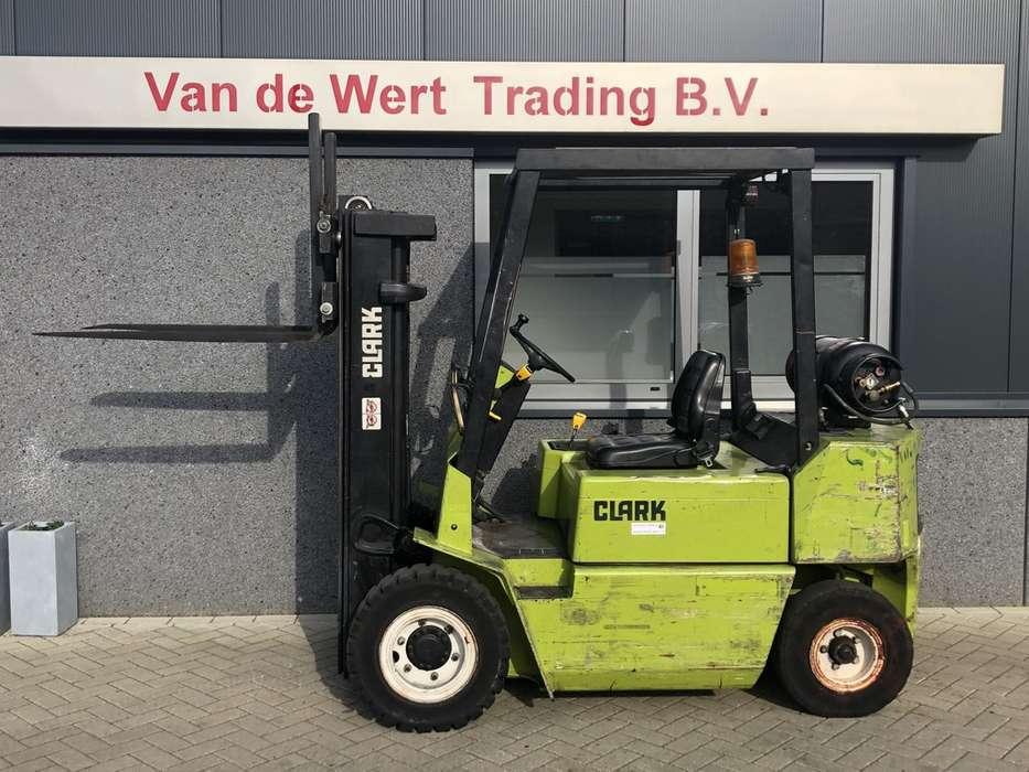 heftruck CLARK GPM25L triplo425 freelift 1990 LPG - 1992