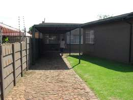 Spacious bachelor flat to let-Van Dyk Park, Boksburg