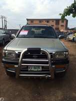 Super clean Nigeria used Nissan Pathfinder 2000 model.