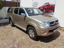 2010 Toyota HiLux D/Cab 4.0 Auto 4x4 for R 249 995