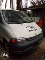 A clean tokunbo Toyota hiace bus for sale, 2000.