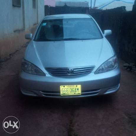 Neatly Used Toyota Camry 05 model Lagos Mainland - image 2