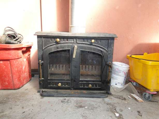 Free standing casting iron fire place Kuils River - image 1