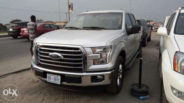 Clean 2017 Ford F-150 XLT Texas Edition Pick Up Truck With Rev Camera Lekki - image 2