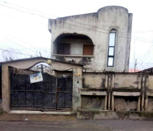 Property for sale whatsapp or call Bariga - image 1