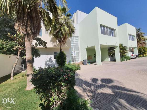 Moden 5 Bedroom villa with private pool - incl