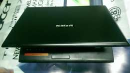 Samsung laptop for sale R2000