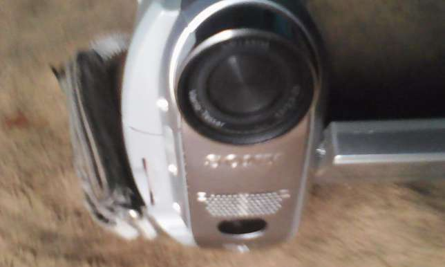 HD camcorder for sale,Good quality for TV,,records tapes and sd Nairobi West - image 3