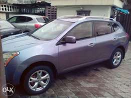 Clean Nissan Rogue 2010 model