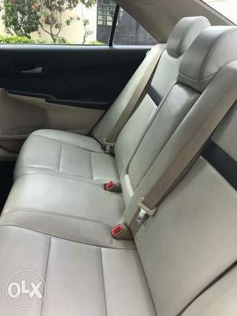 very clean few months used Toyota Camry 2013 leather with full option Apapa - image 4
