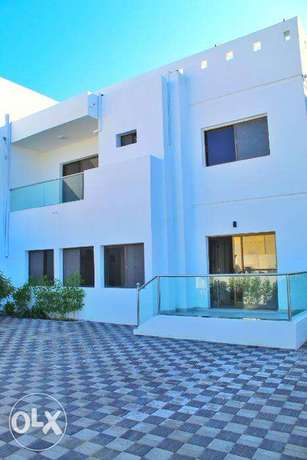 Beautiful 3 Bedroom Villa And Maid Room in Qurum For Rent 800 OMR