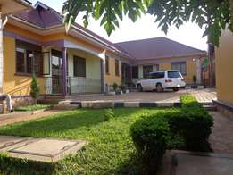 Sleep and dont worry 2bedroome house in namugongo at 600k