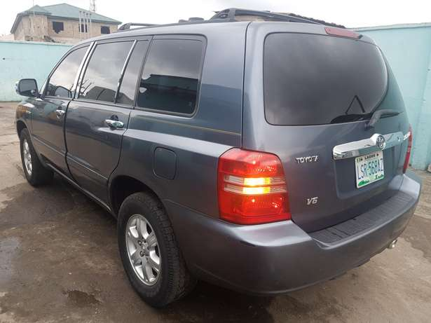 Very clean Toyota highlander 2004 model, first body. Agege - image 4