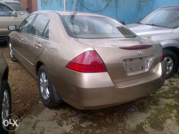 Sparkling and xcellent tokunbo Honda Accord gold 2007 Apapa - image 2