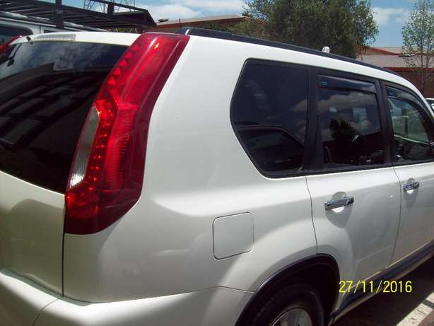 2012 Nissan X-Trail 2.5 SE 4X4 , 6 Speed Manual Pretoria - image 4