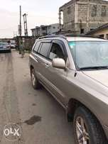 a neatly used Toyota Highlander For Sale