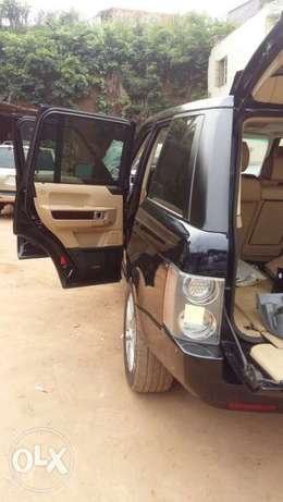 This is a very clean Range Rover 2009 year Ikeja - image 2