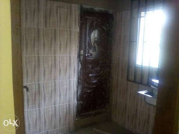 To let: 2bedrm flat 3 toilet in Ijapo extension Akure South - image 2