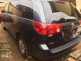 Cheap Tokunbo Toyota Sienna 2006 for sale