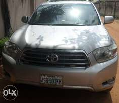 Neat registered buy & rejoice toyota highlander 07. For sale in asaba
