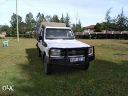Toyota Land Cruiser Pick Up.