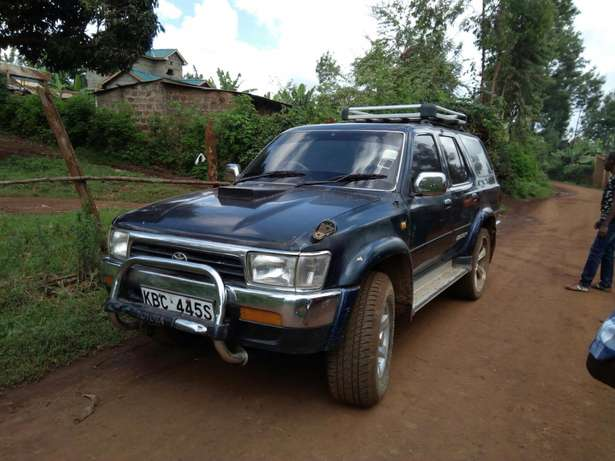Seling of a car Garissa Town - image 2