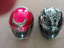 2 Vega Helmets te koop 1xsmall and 1medium