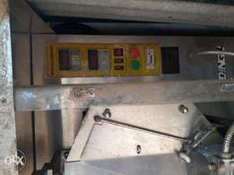 Automated filing and sealing water machine for satchet water nd juice.