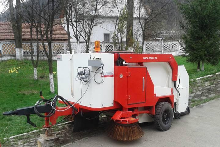 AUTOMATURATOARE remorcabila actionata hidraulic road sweeper
