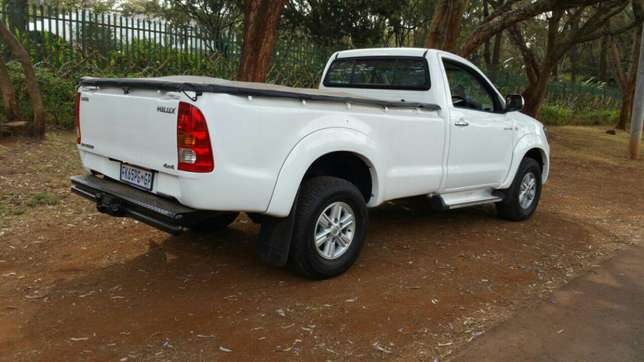 Toyota Hilux Raider 4X4 Sports Package KCK Parklands - image 4